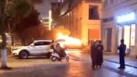妻子不按自己意愿停车 男子一怒之下放火烧自家车