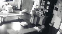 小偷寺庙偷功德箱被抓 在佛祖面前下跪忏悔