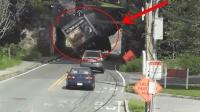 """这桥洞就是货车的""""噩梦"""", 一不留神就要被拆车!"""