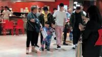 墨尔本机场偶遇郭德纲、张云雷及其家人