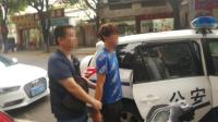 男子骑电动车伸脚逼停公交车 被警方抓获