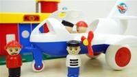 小朋友们喜欢的消防局与警察局玩具
