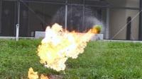 国外疯狂实验击打一个棒球沾汽油