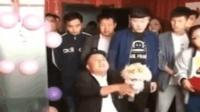 这婚结的有点尴尬, 太搞笑了!
