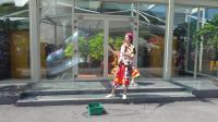 东方明珠偶遇小丑表演, 超级大的泡泡, 桐桐看得眼睛都不眨一下