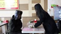 流浪汉饭店讨热水, 服务员却给他一碗蛋汤, 看完暖心