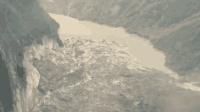沿江道路被淹! 航拍: 西藏雅鲁藏布江滑坡形成堰塞湖