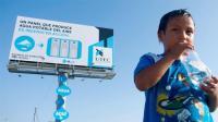 世界上最神奇广告牌, 从空气中制造纯净水, 解决缺水问题!