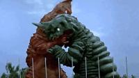 奥特曼中的四次怪兽大PK, 这两个怪兽像红鲤鱼与绿鲤鱼的对决!