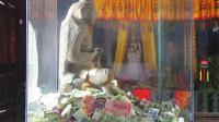 每天都有游客捐款和捐香油钱, 景区寺庙的收入怎么样? 贫僧不贫穷