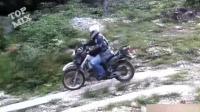 搞笑精选: 开摩托车玩越野, 这哥们没喝酒吧!