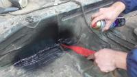 汽车生锈太严重到处都是洞, 看小雄喷底盘装甲来修复处理