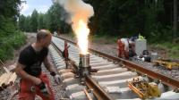 断裂的火车铁轨是如何焊接的? 看完一般人还真操作不了!