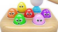积木箱子上的彩蛋和彩色足球玩具