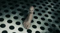 恐怖科学家将人头与脚掌相连, 制造出了前所未有的异形怪物, 6分钟看科幻片《闪灵侠》