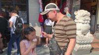 """上海城隍庙, 大神和桐桐吃69元一个的哈根达斯""""巧克力大麦桶"""""""
