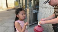 """上海科技馆, 大神和桐桐终于吃到大家推荐了很久的""""冒烟冰淇淋"""""""