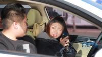 在驾校不好好练车玩手机, 把教练气够呛!
