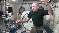 在太空中玩溜溜球会是什么体验? 网友: 感觉遇到了绝世高手!