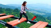 5大国内恐怖的建筑, 重庆的惊险廊桥, 你敢尝试吗?