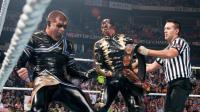 【WWE冠军之夜 2014】金粉人和星粉人击败乌索兄弟 加冕双打冠军