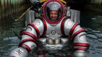 """目前最先进的潜水服, 号称""""人肉潜水艇"""", 穿上能在水下待两天"""