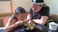 大神和桐桐在上海的早餐, 12元8个生煎包, 吃完后悔买少了