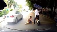 美女坐着好好的突然掉了下来, 这男的估计回去要跪搓衣板了啊!