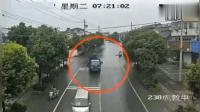 看了好几次, 街头俩大货车惨烈对撞, 才发现事故起因只是他
