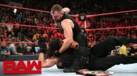 【RAW 10/22】虐心! 罗门伦斯刚因病退出 安布罗斯则叛变突袭罗林斯