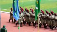 非洲阅兵, 士兵这样走正步, 太搞笑了
