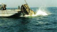 美军为何不把退役坦克回收利用, 而是直接倒进大海呢? 不愧财大气粗