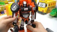 超级飞侠与变形金刚玩具 汽车人超级变形金刚公交巴士变形表演