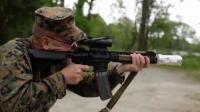 用AR 15步枪枪管来烤培根肉 也只有脑洞大开的老外想得到!
