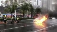 突发! 南京定淮门大街一轿车自燃
