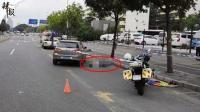 男子醉倒路边 4分钟后被车碾压身亡