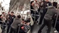 上海: 因占座地铁斗殴 小哥哥精彩解说