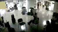 自作自受! 空姐摆拍集体睡地板被开, 公司放监控记录打脸!