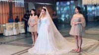 新娘唱着《往后余生》走向新郎, 比其他网红翻唱都好听, 这新郎太幸福了