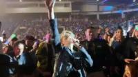 薛之谦演唱会多伦多返场, 一首《意外》引起全场尖叫!