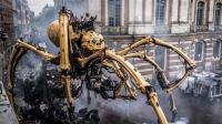 世界最大机械蜘蛛, 腹部坐着一圈人, 网友: 挖掘机成精!