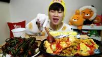 大胃王狂吃美味咖喱蛋包饭, 头戴花猪帽子来吃播, 大快朵颐太搞笑!