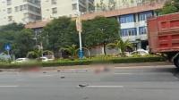 惨烈! 广东潮州一电动车遭渣土车碾压 两人不幸身亡