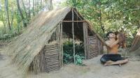 野外求生, 小伙户外搭建茅草屋, 躺在里边休息还是不错的