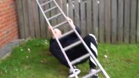 整蛊网红变扒手四处爬墙 万能胶恶搞之把兄弟粘在梯子上抬着走! 真·杠精