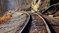 为什么铁路轨道生锈了还在用, 却不用不锈钢做轨道? 答案不简单