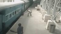 女子强上行驶中的列车 未站稳打晃险卷入车底