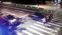 三女子同行过斑马线 中间一人被高速轿车撞飞