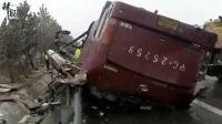 高速大巴车翻车 伤者多为公职人员