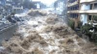 泥石流和洪水同时降临的瞬间 山崩地裂